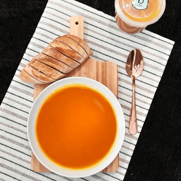 Sopa Natural de Abóbora com Gengibre
